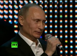 Путин поет 'Blueberry Hill' и играет на рояле