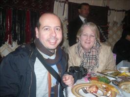 Марчело (Италия) и Кели (Сша) в юрте, где нас ждал обед за праздничным столом