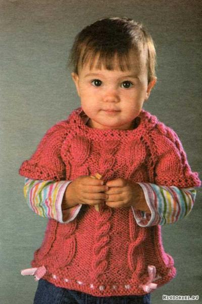 Малиновый пуловер с ленточками для девочки.